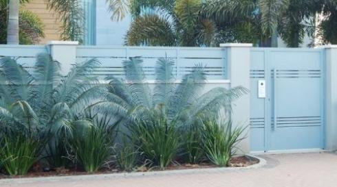 גדר אלומיניום כניסה לבית פרטי