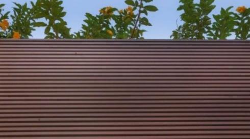 גדר אפורה מאלומיניום שלבים