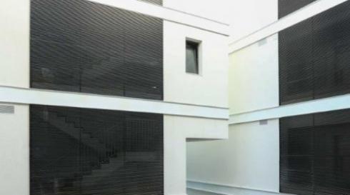 חיפוי אלומיניום אפור לבניין