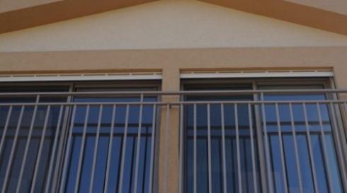 מעקה-אלומיניום-לחלון