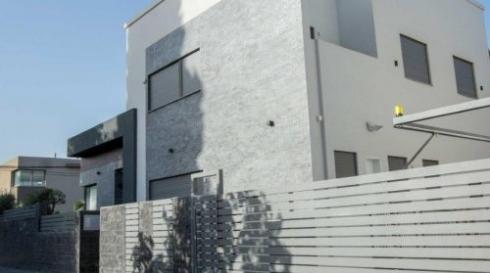 שערים לבית פרטי בצבע לבן