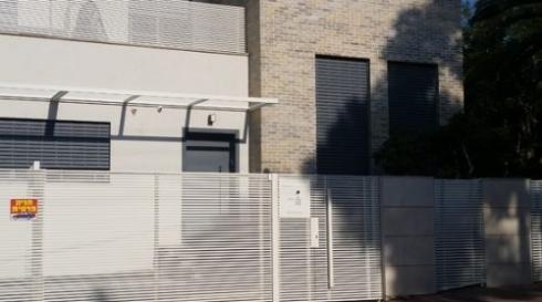 שערים לבית פרטי-חניה-בצבע-לבן