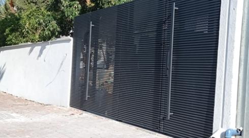 שער-כניסה-לבית-עם-פילר-באמצע---דגם-היי-טק-
