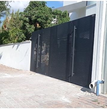 שער כניסה לבית עם פילר באמצע - דגם היי טק