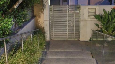 שער-כניסה-לחצר-מודרני