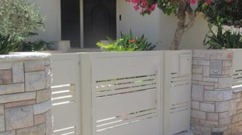 שער-כניסה-לחצר-